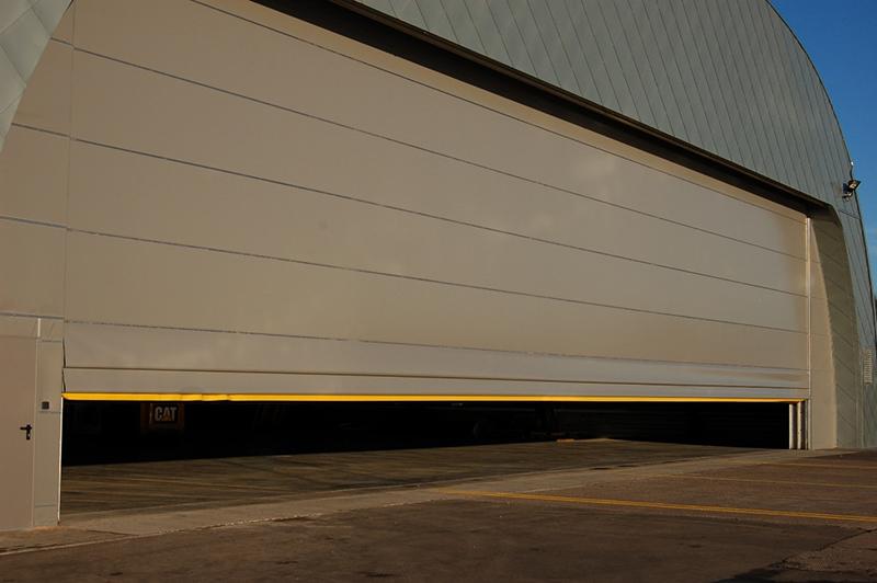 hangar_doors_575
